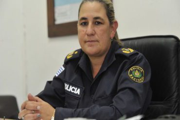 Gilma Vianna, the first woman ever to be named as head of an Operational Zone in the capitol city of Uruguay, sits at her desk. | Leonardo Carreño